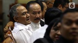 Kepala BNN Komjen Heru Winarko (kiri) saat mengikuti rapat kerja dengan Komisi III DPR di Gedung Nusantara II, Kompleks Parlemen, Jakarta, Kamis (21/11/2019). Rapat membahas rencana strategis BNN dan BNNP serta hasil pemeriksaan BPK semester I tahun 2019. (Liputan6.com/JohanTallo)