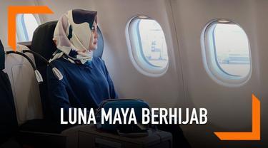 Foto Luna Maya mengenakan hijab itu turut mengundang perhatian warganet. Banyak dari mereka yang mendoakan agar wanita kelahiran Denpasar tersebut dimantapkan hatinya untuk terus mengenakan hijab.