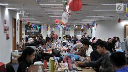 Aktivitas pekerja melayani konsumen via telepon dan internet saat Hari Belanja Online Nasional (Harbolnas) di kantor perusahaan e-Commerce JD.ID, Jakarta, Rabu (12/12). (Merdeka.com/Iqbal S. Nugroho)