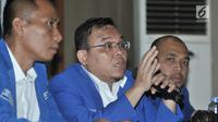 Wakil Ketua Komisi IX DPR RI Saleh Daulay (tengah) menyampaikan keterangan saat konpers di Kantor DPP PAN, Jakarta, Selasa (1/5). Dalam konpers ini Saleh Daulay menyatakan kemungkinan besar Fraksi PAN akan ikut ke Pansus TKA. (Merdeka.com/Iqbal S Nugroho)