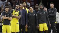 Pemain Pacers tampak kecewa karena kalah dari Cleveland Cavaliers di putaran pertama playoff (AP Photo/Tony Dejak)