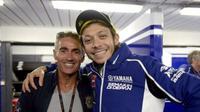 Legenda MotoGP, Mick Doohan (kiri), menyebut kemampuan Valentino Rossi di atas normal. (AutoScout24)