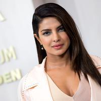 Aktris Bollywood, Priyanka Chopra menghadiri gala tahunan Hammer Museum di Los Angeles, 14 Oktober 2017. Priyanka diundang atas usaha filantropinya sebagai Duta Besar UNICEF. (AFP PHOTO / VALERIE MACON)