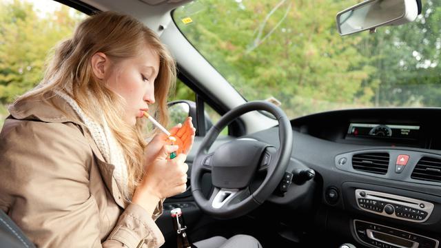 Merokok di Mobil