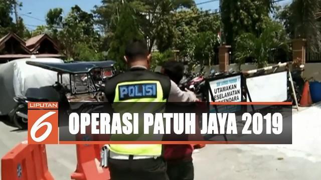 Sopir taksi ini terjaring razia yang digelar Polres Polewali Mandar dalam operasi patuh jaya di Jalan Trans Sulawesi.