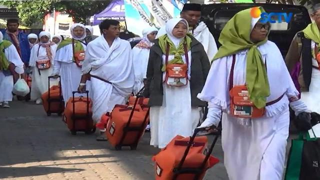Memasuki gelombang dua, ribuan jamaah calon haji embarkasi haji Donohudan Boyolali, Jawa Tengah, diberangkatkan ke Tanah Suci.