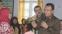 Saleh Partaonan Daulay dan Tim Kunker Komisi XI DPR meninjau pelaksanaan program Desa Migran Produktif (Desmigratif) di Desa Kuripan,