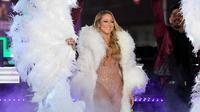Mariah Carey saat tampil di acara tahun baru 2017 (Anthony Behar/SIPA USA Via AP/Mashable)