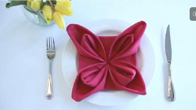 Memperindah Jamuan Makan Malam Dengan Serbet Bentuk Bunga