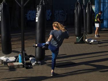 FOTO: Olahraga Luar Ruangan Kala Pandemi COVID-19 di Belanda