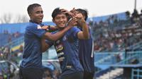 Arema susah payah mengalahkan Bali United yang tampil dengan tim lapis kedua di Stadion Kanjuruhan, Kab. Malang, Senin (16/12/2019). (Bola.com/Iwan Setiawan)
