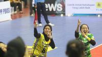 Pemain Jakarta PGN Popsivo Polwan Arsela Nuari dan Berlian Marsheila. (foto: PBVSI)