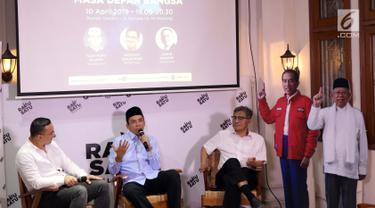 Ketua DPP Golkar Bidang Keumatan, Muhammad Zainul Majdi atau Tuan Guru Bajang (kedua kiri) saat berbicara pada diskusi di Rumah Cemara, Jakarta, Rabu (10/4). Diskusi bertema Hoax, Golput dan Masa Depan Bangsa. (Liputan6.com/Helmi Fithriansyah)