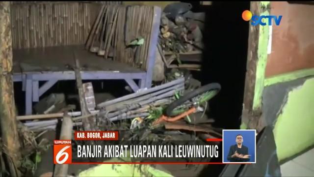 Hujan deras membuat satu rumah di Ciomas, Kabupaten Bogor, longsor hingga menewaskan empat penghuni.