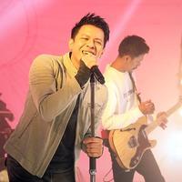 Grup band NOAH (Ariel, David, dan Lukman) melakukan proses syuting video klip single bertajuk 'Wanitaku' di Musica Studio, Jakarta Selatan, Kamis (25/7/2019). Menurut Ariel, lagu 'Wanitaku' akan menjadi intro sebelum album terbaru NOAH resmi dirilis. (Fimela.com/Bambang Ekoros Purnama)