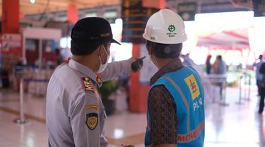 PLN siaga kelistrikan di lokasi vaksin Covid-19 massal yang berada di Terminal Kampung Rambutan, Pelabuhan Tanjung Priok, dan Pelabuhan Sunda Kelapa. (Dok PLN)