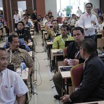 Sejumlah peserta saat mengikuti tes uji kompetensi Seleksi Calon Pimpinan KPK di Pusdiklat Kemensesneg, Cilandak, Jakarta, Kamis (18/7/2019). Sebanyak 192 kandidat mengikuti uji kompetensi calon pimpinan KPK. (Liputan6.com/Faizal Fanani)