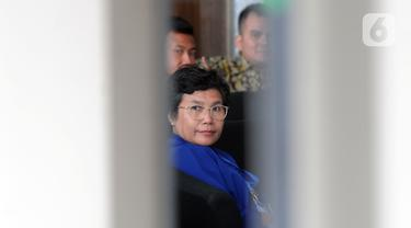 Pimpinan KPK terpilih Lili Pintauli Siregar saat mendatangi Gedung KPK, Jakarta, Selasa (19/11/2019). Lili Pintauli Siregar akan bertemu dengan pimpinan KPK lama untuk berdiskusi tentang pemberantasan korupsi. (merdeka.com/Dwi Narwoko)