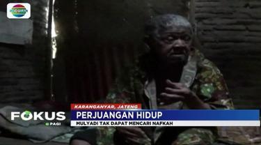 Dalam kondisi serba terbatas, pasangan lansia asal Karanganyar ini menggantungkan hidup mereka dengan berjualan daun pisang.