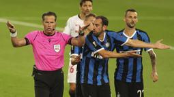 Partai terakhir yang melibatkan klub Italia adalah saat ia memimpin laga final Liga Europa 2019/2020 antara Inter Milan kontra Sevilla, 21 Agustus 2020. Inter Milan gagal merebut trofi usai kalah 2-3 dari Sevilla. (Foto: AFP/Friedemann Vogel/Pool)