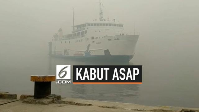 Pekatnya asap kebakaran lahan yang menyaput Sungai Mentaya Kabupaten Kotawaringin Timur, Kalimantan Tengah, rawan memicu kecelakaan arus lalu lintas di perairan setempat karena jarak pandang yang sangat terbatas.