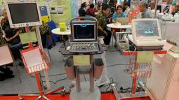 Alat Ultrasonografi (USG) dipamerkan di pameran Pembangunan Kesehatan dan Produksi Alat Kesehatan Dalam Negeri di ICE BSD, Tangerang, Selasa (12/2). Pameran berlangsung hingga 16 Februari 2019. (Merdeka.com/Arie Basuki)