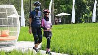 Ganjar Pranowo dan istri saat mengunjungi destinasi wisata baru, Svargabumi, di Magelang, Jawa Tengah (Dok.Instagram/@svargabumi/https://www.instagram.com/p/CEgkbwhFVF4/Komarudin)