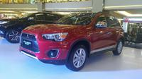 PT Mitsubishi Motors Krama Yudha Sales Indonesia menghadirkan varian tertinggi Outlander, yaitu Outlander Sport Action. (Arief)