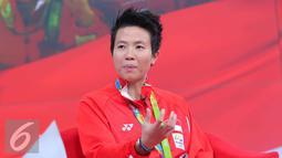 Atlet bulu tangkis Liliyana Natsir saat berbagi cerita keseruan bersama SCTV dan Liputan6.com di Jakarta, Kamis (25/8). Liliyana menceritakan ketegangan saat berlaga di final dan berhasil meraih medali emas untuk Indonesia. (Liputan6.com/Angga Yuniar)