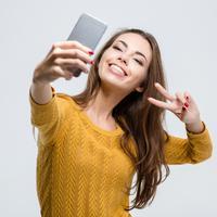 Ilustrasi handphone/copyright shutterstock