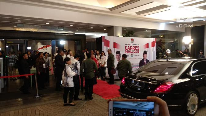Ketum PDIP Megawati Soekarnoputri tiba di lokasi debat keempat Pilpres 2019. (Liputan6.com/Nafiysul Qodar)