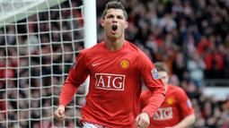 1. Cristiano Ronaldo (Manchester United). Setelah didatangkan dari Sporting Lisbon pada 2003, ia langsung menjadi pilihan utama Sir Alex Ferguson dan pemain kesayangan para fans dalam rentang 2003-2009. Ia berhasil mencetak 84 gol dalam 196 penampilan. (AFP/Andrew Yates)