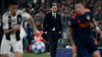 Pelatih Juventus, Massimiliano Allegri, mengakui jika timnya kerepotan menembus pertahanan Valencia pada laga kelima Grup H Liga Champions, di Allians Stadium, Selasa (27/11/2018). (AFP/Marco Bertorello)