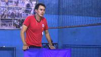 Pelatih Surabaya Aneka Gas, Joni Sugiyatno. (Bola.com/Aditya Wany)