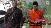 Wakil Ketua DPR Bidang Keuangan dari Fraksi Partai Amanat Nasional (PAN) nonaktif Taufik Kurniawan memakai rompi tahanan dikawal petugas akan menjalani pemeriksaan lanjutan di Gedung KPK, Jakarta, Jumat (1/2). (Merdeka.com/Dwi Narwoko)