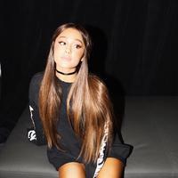 Tak lama setelah membuat geger karena jadian usai 2 minggu putus, Ariana Grande kembali bikin fansnya deg-degan. (instagram/arianagrande)