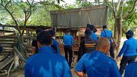 Sebanyak 80 personil tim gabungan kali ini melakukan penertiban terhadap peternakan babi di Kawasan Keselamatan Operasional Penerbangan (KKOP) Bandara Hang Nadim Batam.