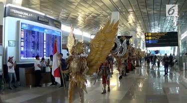 PT Angkasa Pura II sebagai pengelola Bandara Soekarno-Hatta, menggelar Jember Fashion Carnaval di Terminal 3 untuk menyambut kepulangan para atlet Asian Games 2018.