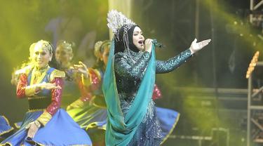 Penampilan Siti Nurhaliza pada acara Konser Dato Sri Siti Nurhaliza on Tour sangat totalitas dengan berbagai riasan. (KapanLagi/Bambang E Ros)