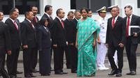Menteri Pertahanan Ryamizard Ryacudu saat menerima kunjungan kehormatan Menteri Pertahanan India, Nirmala Sitharaman di halaman Kantor Kementerian Pertahanan, Jakarta Pusat, Selasa (23/10). (Lipuann6.com/Angga Yuniar)