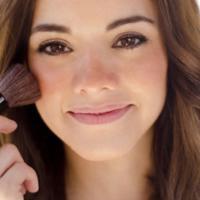 Lagi coba-coba blush on cream? Nih, coba beli lima produk ini. (Sumber foto: huffingtonpost.ca)