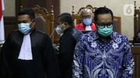 Terdakwa kasus dugaan suap penghapusan red notice atas nama Djoko S Tjandra, Brigjen (Pol) Prasetijo Utomo (kanan) saat menjalani sidang pembacaan tuntutan di Pengadilan Tipikor Jakarta, Senin (8/2/2021). Prasetijo Utomo dituntut 2,5 tahun penjara, denda Rp 100 Juta. (Liputan6.comHelmi Fithriansyah)