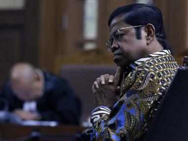 Terdakwa penerimaan suap terkait kerja sama pembangunan PLTU Riau-1, Idrus Marham saat sidang tuntutan di Pengadilan Tipikor, Jakarta, Kamis (21/3). Mantan Mensos itu dituntut hukuman 5 tahun penjara, denda Rp 300 juta. (Liputan6com/Helmi Fithriansyah)