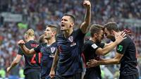 Dejan Lovren merayakan keberhasilan Krosia mengalahkan Inggris pada semifinal Piala Dunia 2018. (doc. HNS)