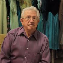 Paul Brockmann, lelaki yang memiliki 55 ribu gaun (Dok. YouTube/Komarudin)
