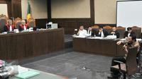 Gubernur DKI Jakarta Basuki Tjahaja Purnama (Ahok) saat memberi kesaksian dalam kasus pengadaan UPS di Pengadilan Tipikor, Jakarta, Kamis (4/2/2016). Ahok menjadi saksi dalam kasus UPS dengan terdakwa Alex Usman (Liputan6.com/Yoppy Renato)