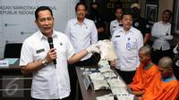 Kepala BNN, Budi Waseso memberi keterangan saat rilis pengungkapan pengedar sabu di Jakarta, Senin (27/3). BNN menangkap dua tersangka pengedar narkotika jaringan internasional dengan barang bukti sabu 11.076 gram. (Liputan6.com/Helmi Fithriansyah)