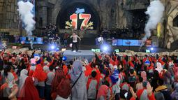 """Penampilan Band Noah dalam acara Annual Gathering """"JICT Family Day 2016 di Dufan, Taman Impian Jaya Ancol, Jakarta, Minggu (11/12). Acara yang dihadiri keluarga besar JICT itu mengusung Tema 'We Are One JICT. (Liputan6.com/Herman Zakharia)"""