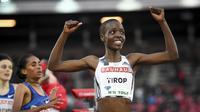 Arsip foto 30 Mei 2019 saat Agnes Tirop dari Kenya tersenyum setelah memenangkan lomba lari 1500 m putri di IAAF Diamond League. (AP)