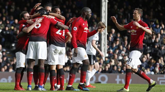 Para pemain Manchester United merayakan gol yang dicetak Paul Pogba ke gawang Fulham. (AFP/Ian Kington)